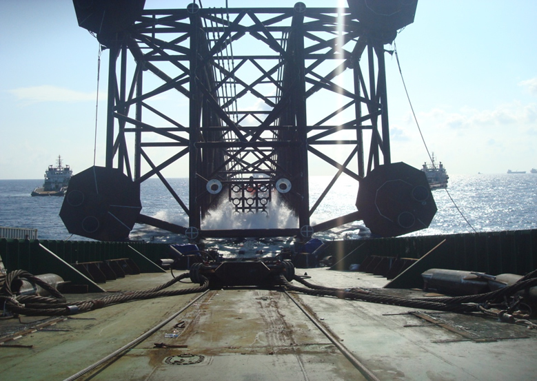 DH2 jacket launched coming off launch barge VSP05